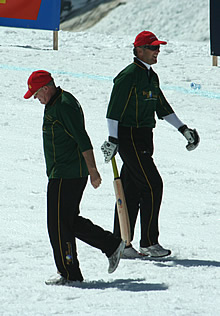 Cricket on the Jungfraujoch: Broad out - Embury in