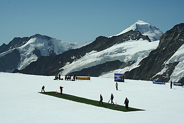 Cricket on the Jungfraujoch - I meet a Indian supporter